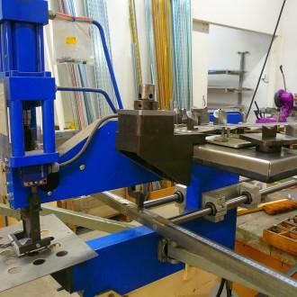 Machine perçages  et découpes 1